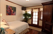 Lahaina Inn standard rooms