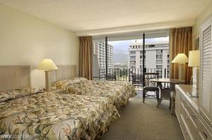 Ohana Waikiki West guest rooms