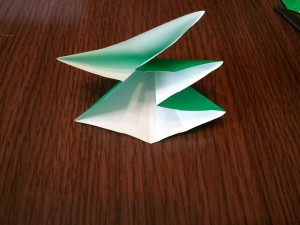 折り目を上手く使って、こんな風に2:3に折ります。
