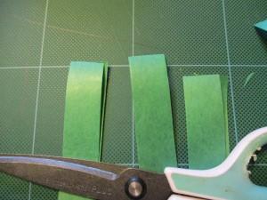 10センチぐらいの長さにきり、半分に折ります。