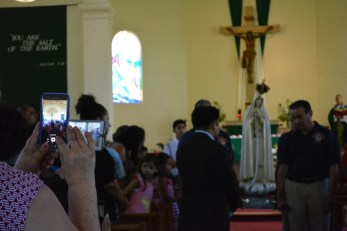 Capturing Our Lady on smartphones.