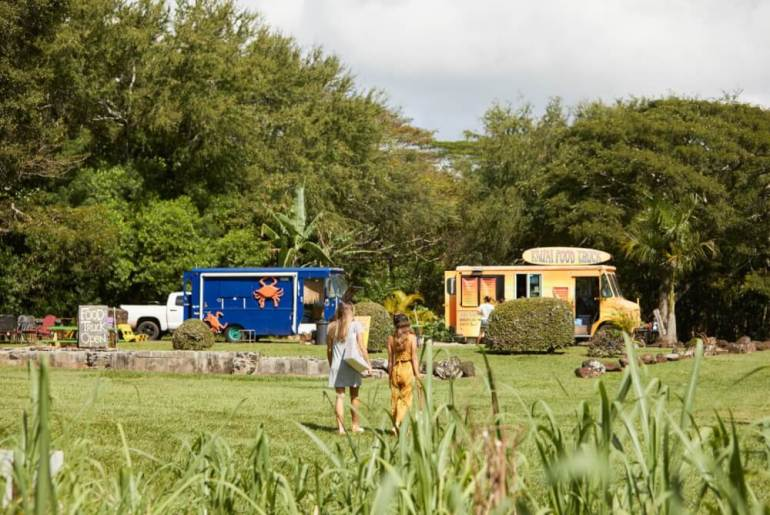 Kauai has some of the best Hawaiian food trucks. | Best places to eat in Kauai with your family featured by top Hawaii travel blog, Hawaii Travel with Kids