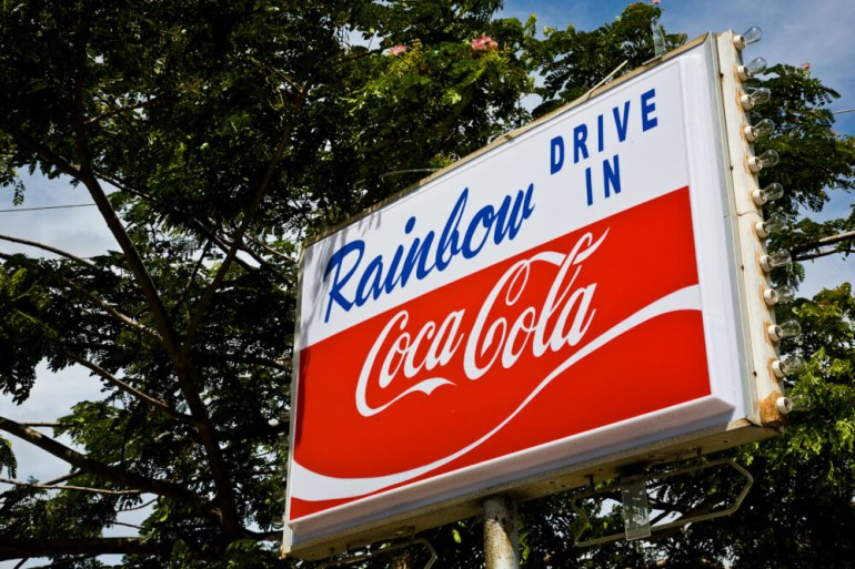 Choosing the right places to eat and make or break an affordable Hawaii vacation: Rainbow Drive In is one of the best places to eat on Oahu for families