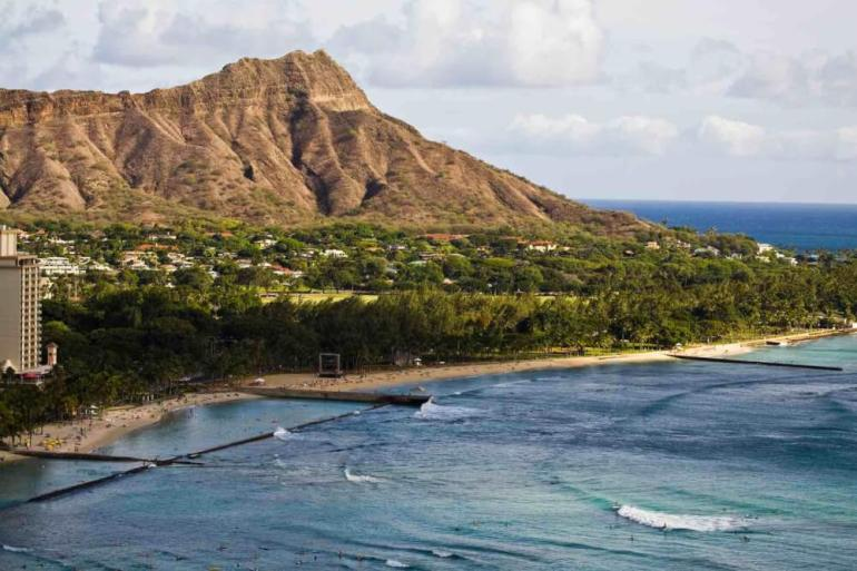 The Most Beautiful Places To Visit In Oahu featured by top Hawaii travel blog, Hawaii Travel with Kids: Oahu is full of beautiful places, like Diamond Head