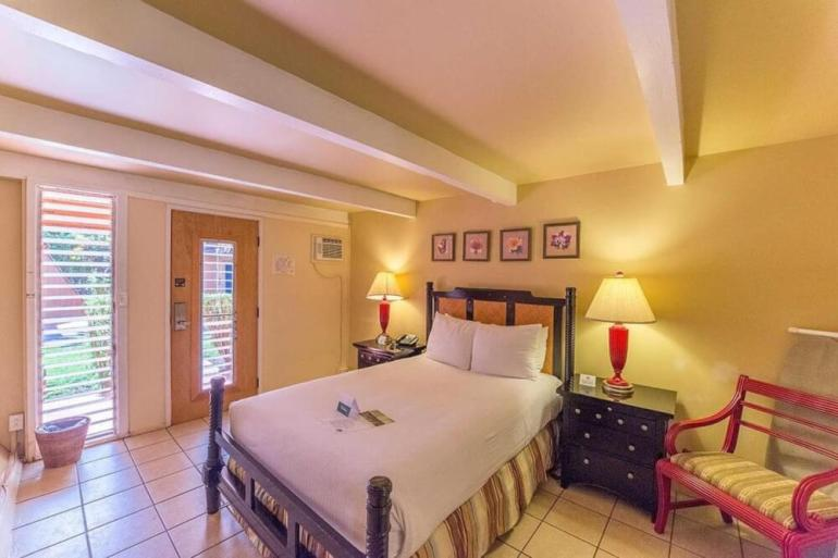Hawaii on a Budget: 9 Cheap Places to Stay on Molokai featured by top Hawaii travel blog, Hawaii Travel with Kids: Hotel Molokai is a budget-friendly place to stay on Molokai