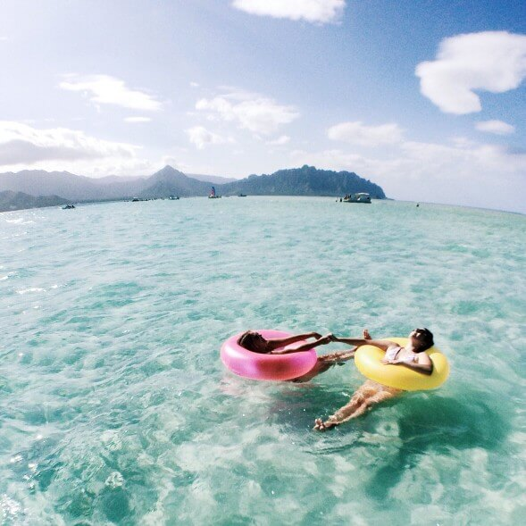 The Most Beautiful Places To Visit In Oahu featured by top Hawaii travel blog, Hawaii Travel with Kids: Kaneohe Sandbar is a popular place to swim on Oahu