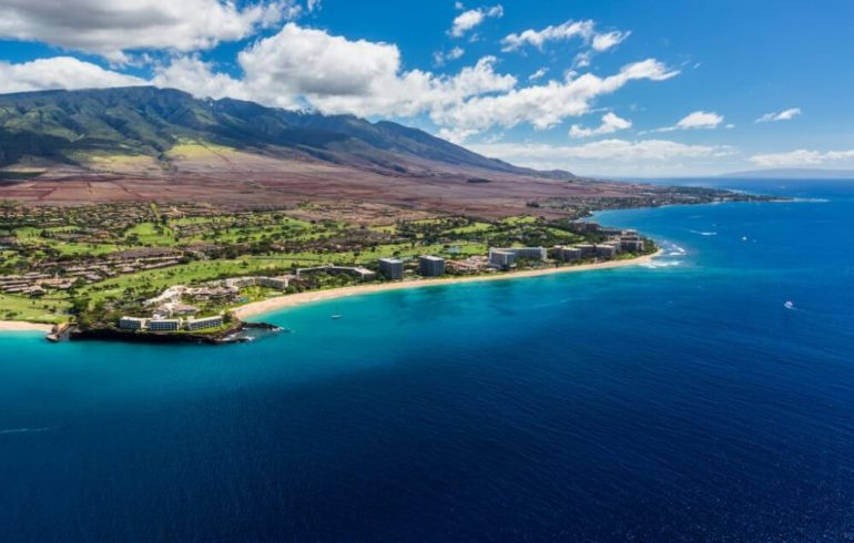 A Complete Travel Guide to Maui with Kids featured by top Hawaii travel blog, Hawaii Travel with Kids: Photo of the Kaanapali Coast on Maui, featuring the best family resorts on Maui #maui #mauiresort #kaanapali #hawaii #familytravel #travelwithkids