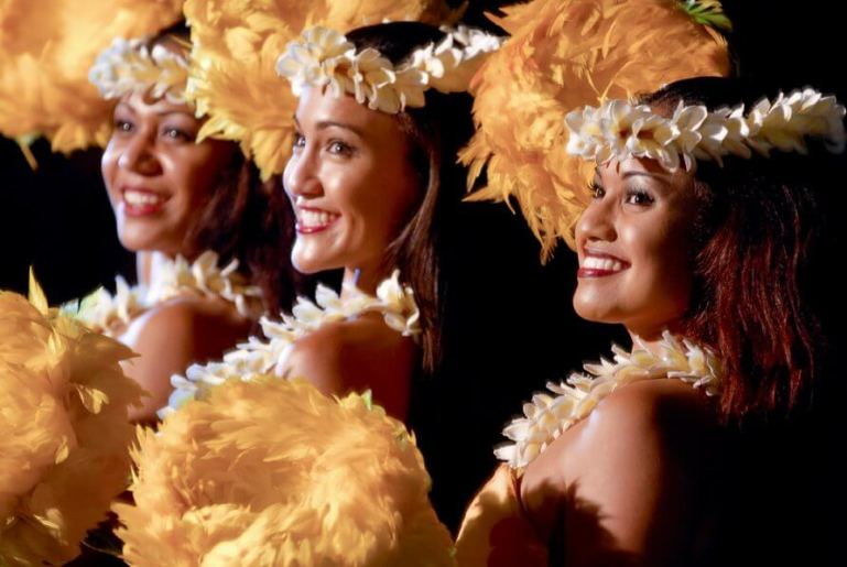 A Complete Travel Guide to Maui with Kids featured by top Hawaii travel blog, Hawaii Travel with Kids: Photo of the Old Lahaina Luau, one of the best luaus in Maui #luau #maui #oldlahainaluau #hawaii #mauiluau