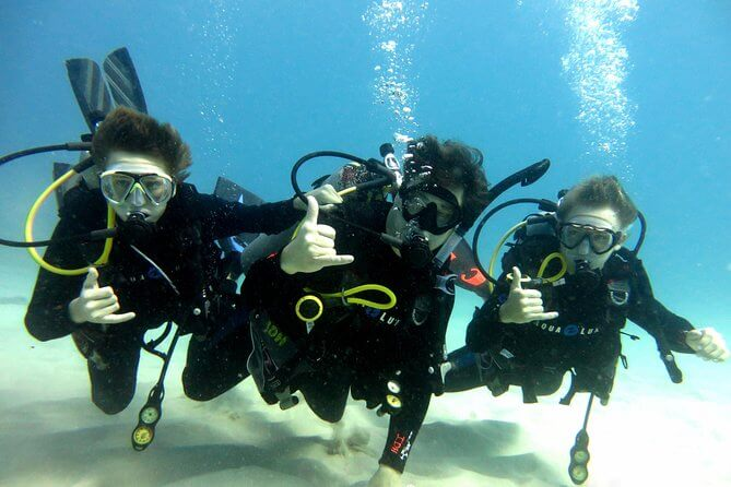 25 Amazing activities in Waikiki with kids featured by top Hawaii blog, Hawaii Travel with Kids: Scuba diving in Waikiki with kids