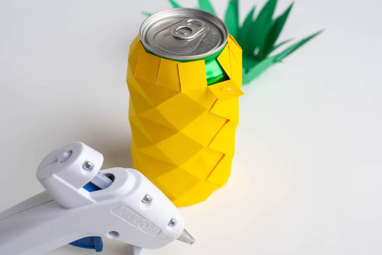 DIY Hawaiian Luau Decorations: DIY Pineapple Centerpiece (Cricut Craft) featured by top Hawaii blog, Hawaii Travel with Kids