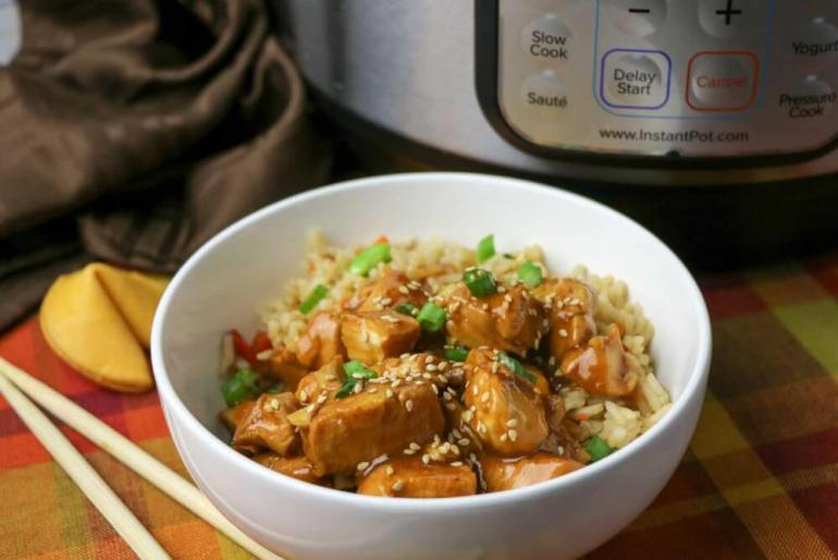 General Tso Instant Pot chicken recipe. Image of a bowl of Chinese chicken over fried rice.