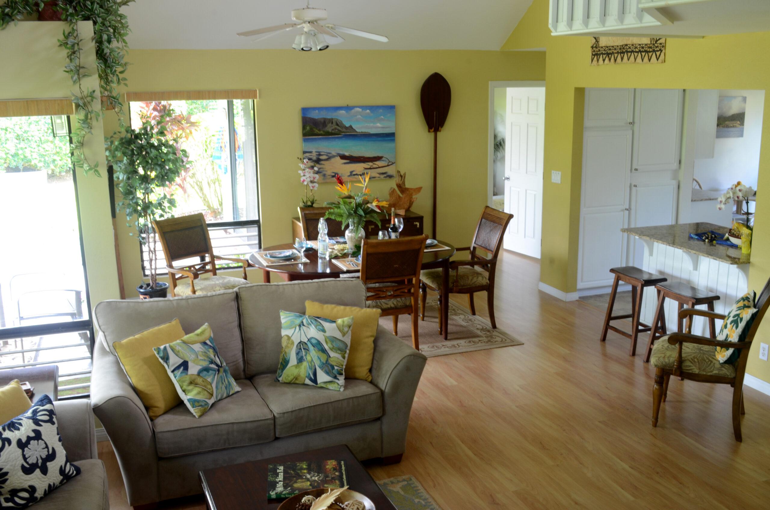 Tropical Kauai Rental living /dining room