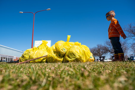 The Minneapolis Park and Recreation Board (MPRB) along with the City of Minneapolis announce the annual Minneapolis Earth Day Clean-Up event has moved to DIY mode with supply pick up available at participating Earth Day sites, listed below, on April 24 from 9:30 am-noon.