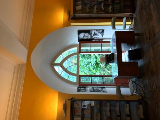 Hesse Salon Pencere
