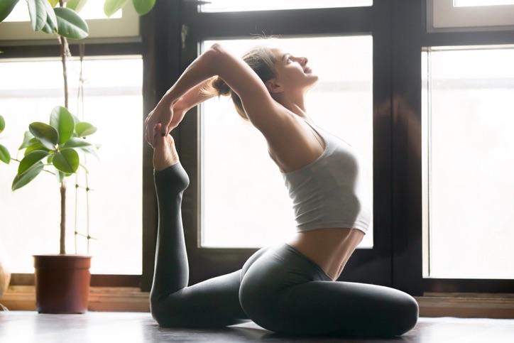 Dolu dolu bir saat yoga rehberi
