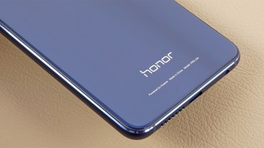 Huawei plans to sell its Honor brand phone business