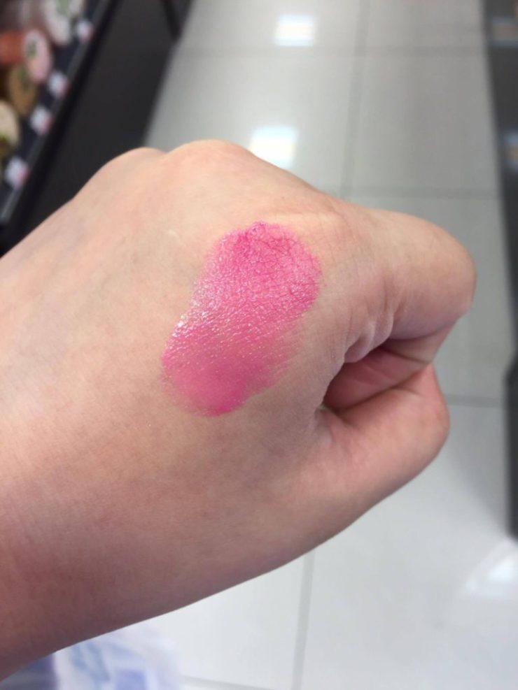 L'ORÉAL 巴黎萊雅 玫瑰珍藏版 奢華唇釉 巨星專屬粉紅試色分享~范冰冰、芭芭拉帕文、茱莉安摩爾專屬唇釉,這系列根本就是平價版YSL唇彩呀~茱莉安摩爾色看起來跟擦起來完全不同,真是超級美~ 彩妝品分享 民生資訊分享