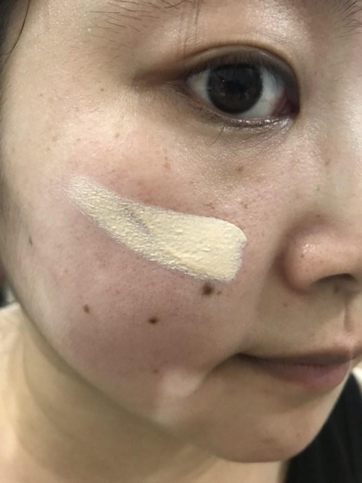 日本底妝/彩妝-kiss裸紗透白持妝隔離霜SPF26/PA++ 一瓶有補土功能的底妝,單上的妝感就好好看,但會引起上妝後面起屑,真的只建議單上! 彩妝品 彩妝品分享 攝影