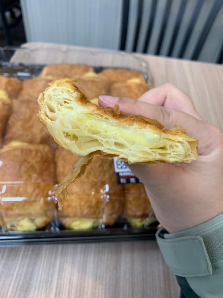 Costco好市多必買-2019年3/4月-法式檸檬乳酪可鬆,吃起來鬆軟香甜,乳酪內餡有點檸檬酸香,15入299元非常超值!甜軟麵包/點心推薦 攝影 民生資訊分享 飲食集錦