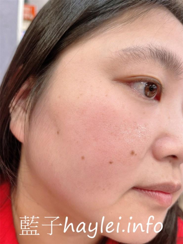 白玉之光/光之母喚顏返真肌膚極緻保養系列/喚顏返真精華液-含白玉蟲萃取液、蘆薈萃取液、山布枯葉萃取液、尿囊素、玻尿酸及維生素B5,溫潤好延展的稠滑精華質地非常好吸收,幫助維持肌膚平衡狀況,淡雅的槴子花香用起來更舒心~美妝保養/肌膚保養/修護/撫平細紋(缺水型乾紋)/藍子愛保養 保養品分享 彩妝品 彩妝品分享 攝影 民生資訊分享