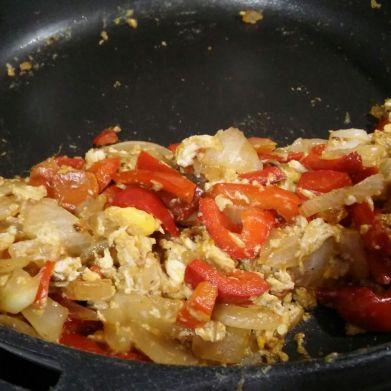 revuelto tomate pimiento cebolla