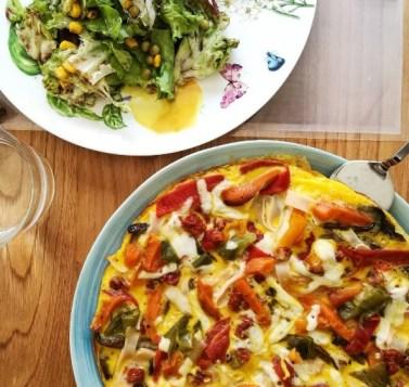 Viki Lorenzo Tortilla de verduras al horno (zanahoria, calabaza, pimiento verde y rojo), pavo y queso.