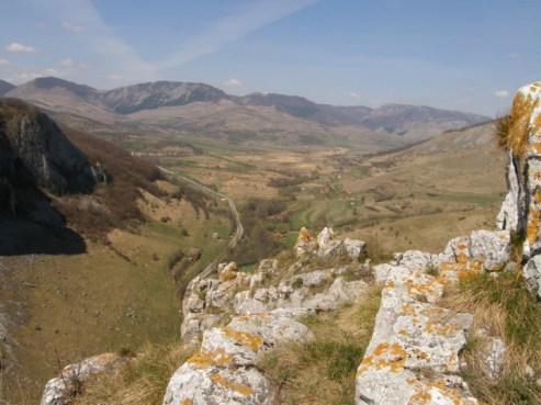 Kilátás a Kőközi-szoros feletti hegyekből