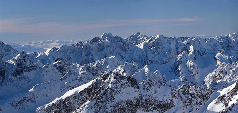 Kilátás a Lomnici-csúcsról a Tátra-csúcs felé