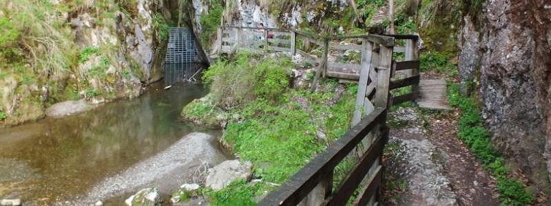 Szolcsvai Búvópatak-barlang