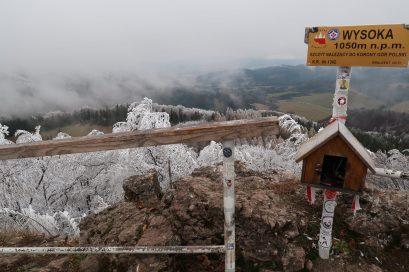 A Magas-szikla kilátója télvíz idején
