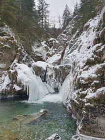 Jadolina-vízesés