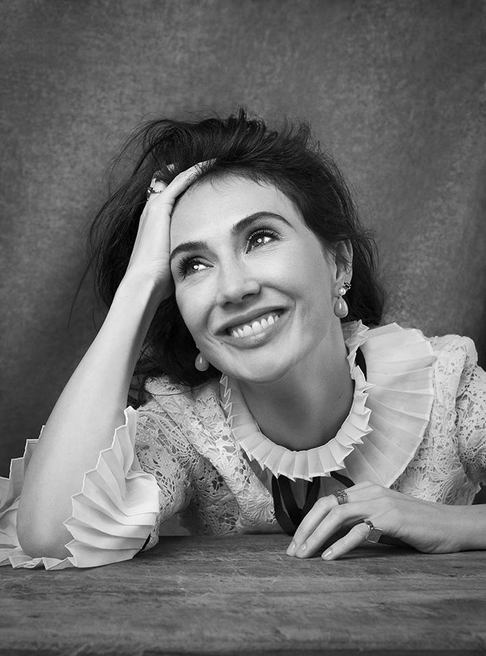 Editorial: Harpers Bazaar – Carice van Houten