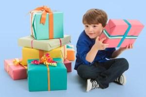 Cómo gestionar los regalos que mi hijo recibe