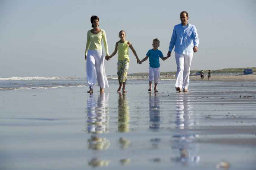 family_beach[1]