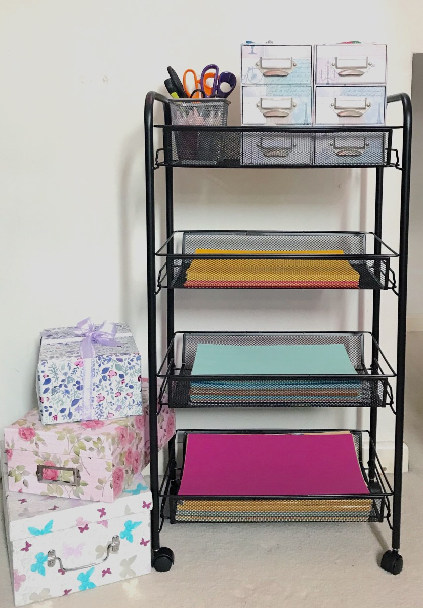Halter tiered mesh basket cart with coloured paper