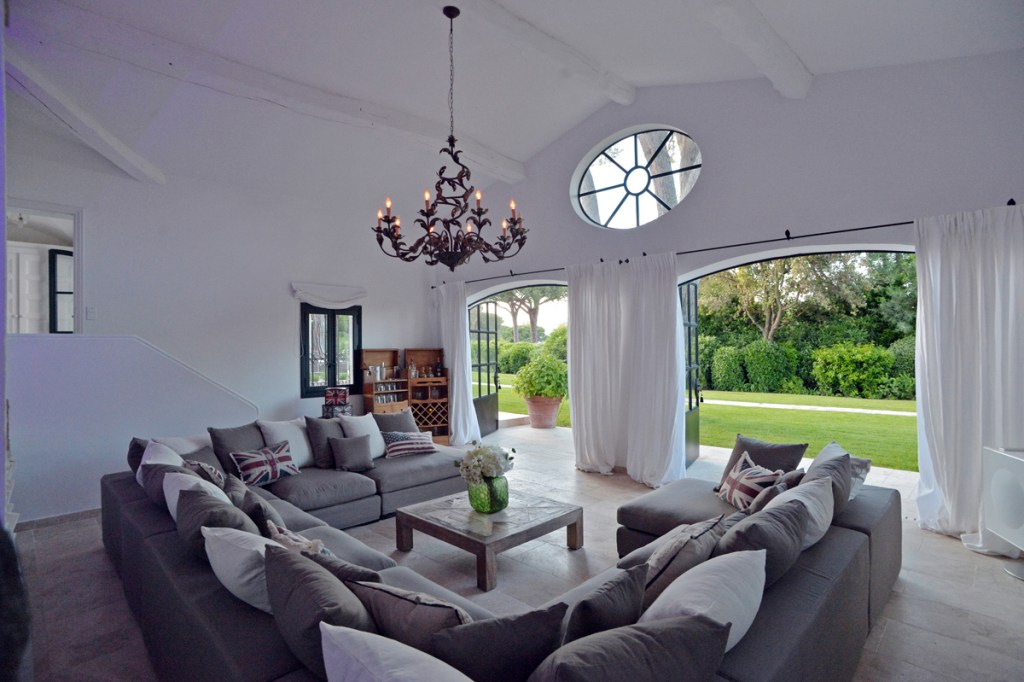 Reception with garden view - Les Parcs de Saint Tropez-reduced