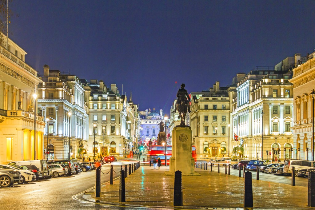 A Mayfair Christmas in Prime London