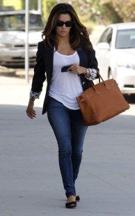 Eva-Longoria-dressed-in-a-black-blazer-white-t-shirt-and-skinny-jeans