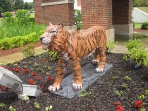 Model_tiger_mascot_at_Grambling_State_Univ._IMG_3652