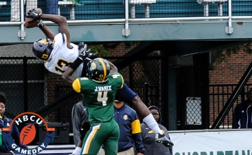 NC A&T's Elijah Bell hauls in pass vs. NSU. (Photo by Michael Peele)