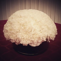 White carnations for your centerpiece.  Looks lavish, gorgeous and elegant yet inexpensive.  #hbevents #hazelboivin #carnations #centerpieces