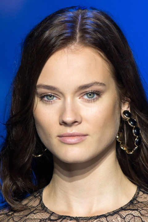 The Look: Golden Hour How-To: Sometimes runway beauty gets so black and white—it's either totally minimal or theatrically over-the-top—that we forget about the middle ground, the place where the woman who is never going to skip foundation or mascara no matter how many shows tell her to wants to be. Elie Saab brought us there. The makeup was polished but not too done (this girl is never going to utter the phrase 'glam squad'): Bronze the cheekbones and forehead, tap peachy-gold highlight alon...