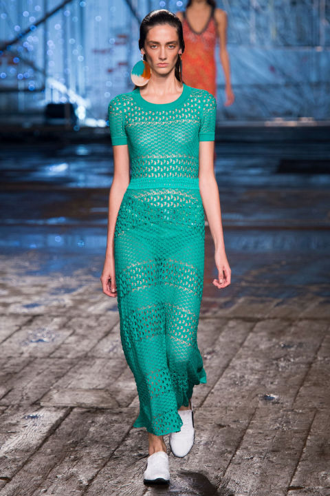 Yet even the monotone looks offered something special to Missoni's knit wits. Case in point: A blue-green t-shirt dress had at least four or five different weaves. Grannie sweaters and scarves, this is not.