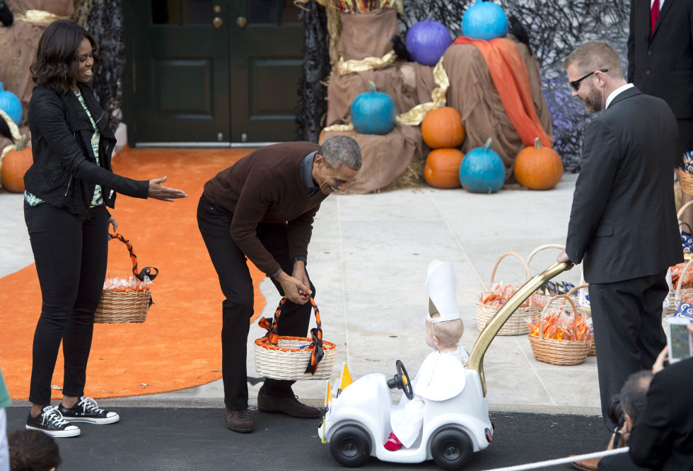 Trick-or-treating at the South Lawn of the White House, October 2015.