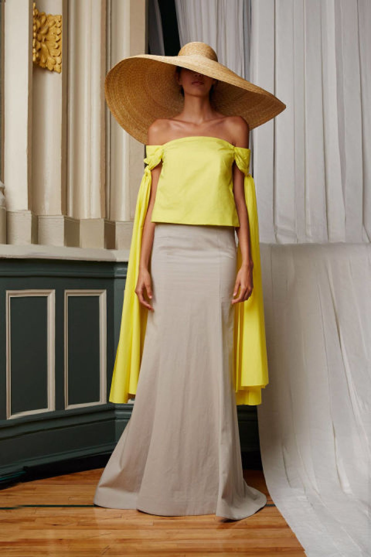 Play with dramatic shapes and silhouettes. Flowing sleeves that extend to the knee? A hat that rivals Jupiter in size? Yes and yes.<br /><br /><br /> (Pictured: Rosie Assoulin)<br /><br /><br />