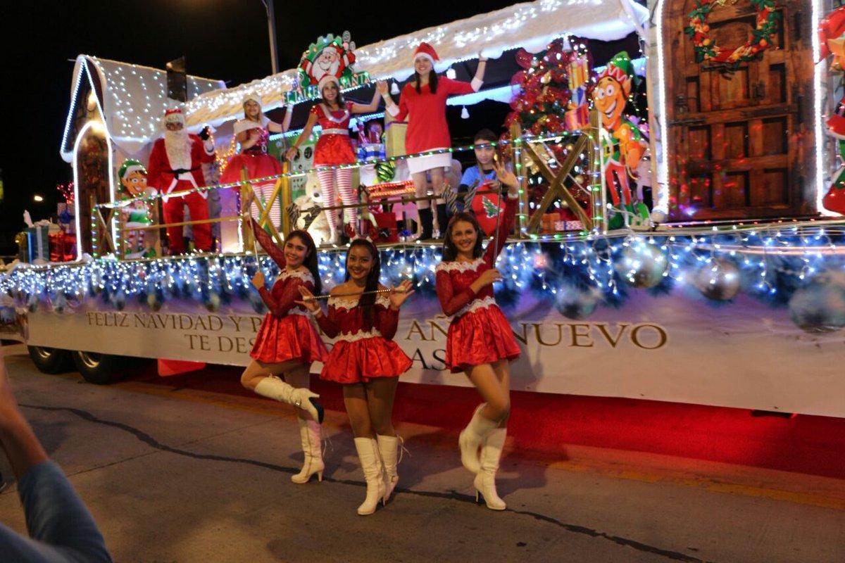 Fotos Carrozas Navidenas.Colorido Desfile De Carrozas Y Bandas En La Capital