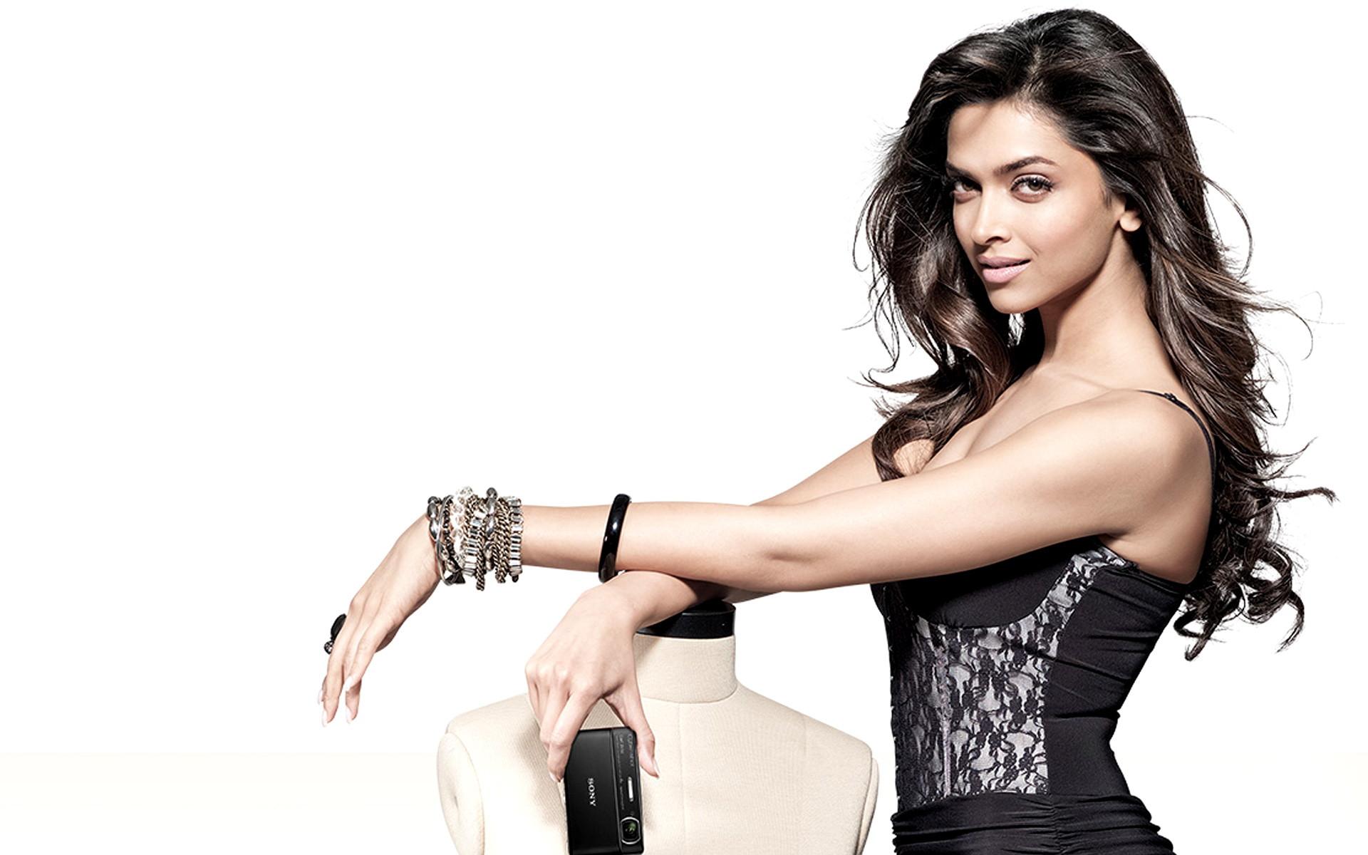 Deepika Padukone Hot And Sexy Photos And Wallpapers