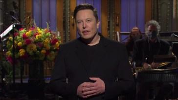 Elon Musk al Saturday Night Live: cos'è successo durante lo show