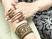 finger and wrist mehndi design