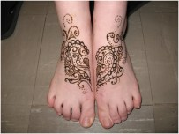 foot and legs easy mehndi design